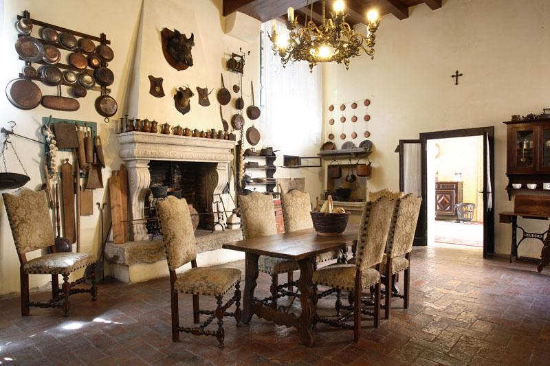 Arredamento antico cucina legno miele champagne for Arredamento mix antico moderno