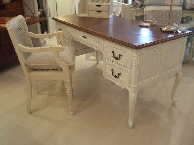 Arredamento provenzale studio bianco sporco toni for Arredamento country provenzale