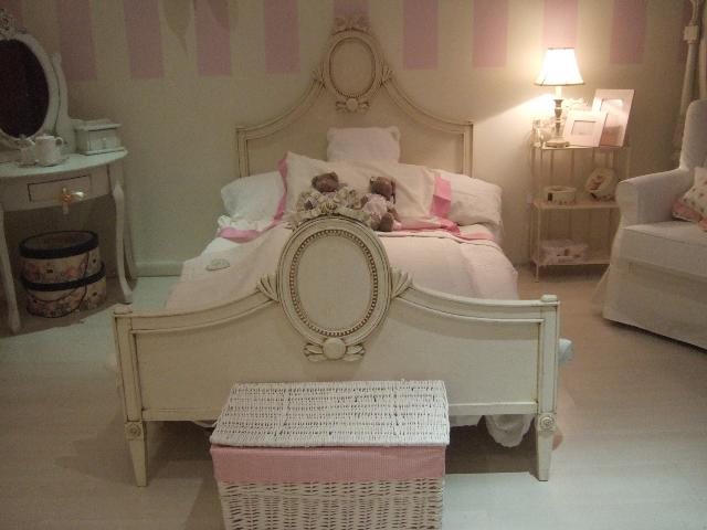 Decorazione camera da letto romantica design casa - Camere shabby chic ...