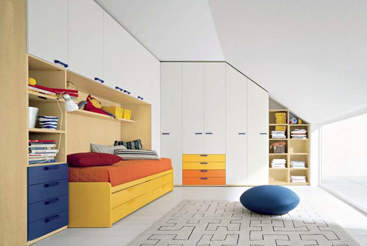 Arredamento mansarda mobili salvaspazio mobili a - Camera da letto mansarda ...