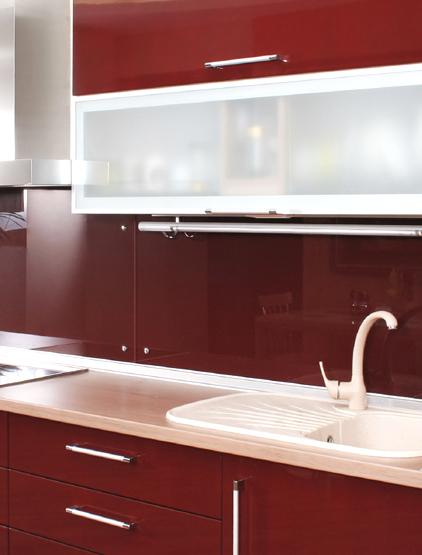 Pareti cucina colori bianco mensole for Pittura pareti cucina