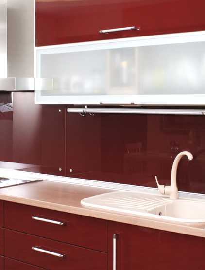 Pareti cucina colori bianco mensole - Colori per interni cucina ...