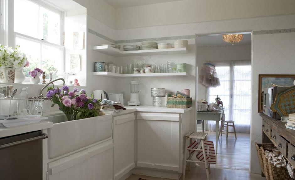 arredamento shabby chic cucina: legno, bianco
